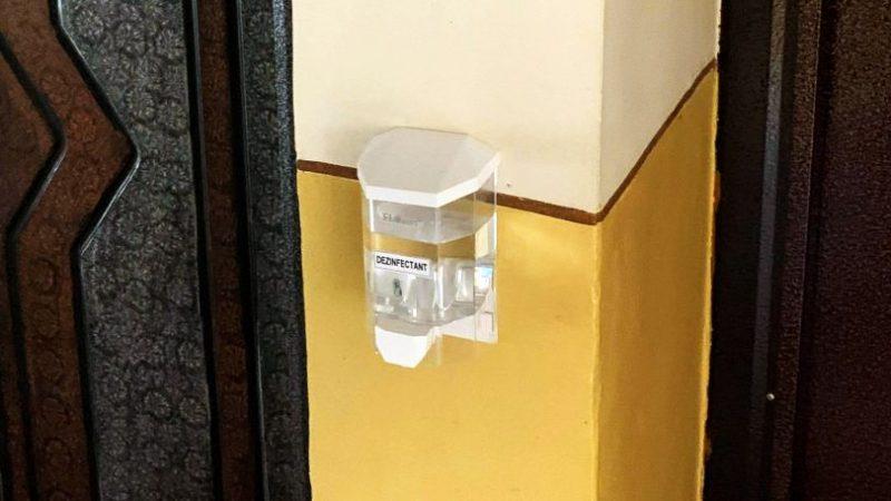 Montarea dispozitivelor pentru dezinfectant cu peripeţii la Moldova Nouă