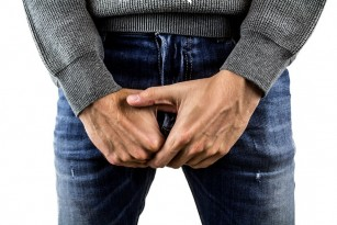 penisul este îndoit în timpul unei erecții