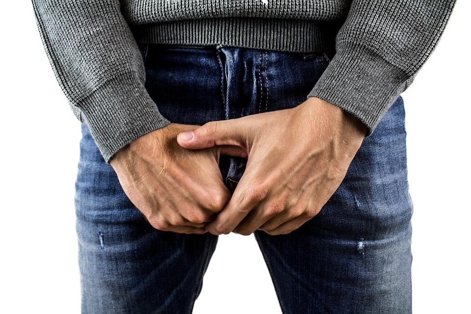auto- masaj al penisului și al testiculelor